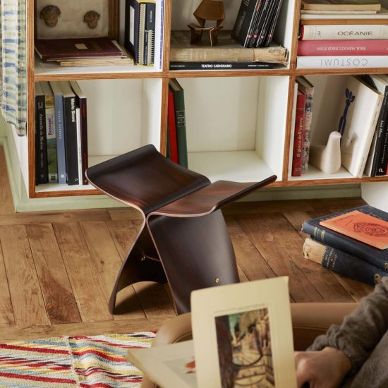 stolek-vitra-butterfly-stool.3