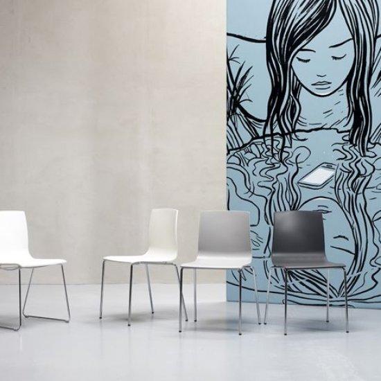 krzesla-dostawne-i-konferencyjne-scab-design-alice-sledge-frame.2