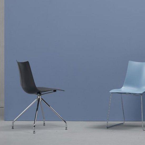 scab-design-krzesla-dostawne-i-konferencyjne-scab-design-zebra-technopolimer-revolving-na-trojkatnej-bazie.1