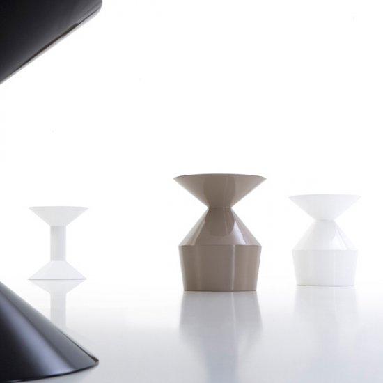 shape-stolik-kawowy-stolik-okolicznosciowy-viccarbe.3