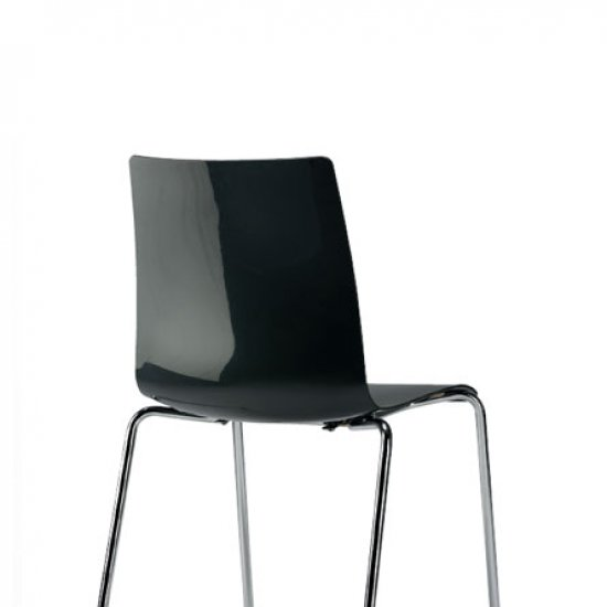 Snike-krzeslo-do-kawiarni-i-strefy-socjalnej-inteerstuhl (1)