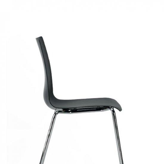 Snike-krzeslo-do-kawiarni-i-strefy-socjalnej-inteerstuhl (3)