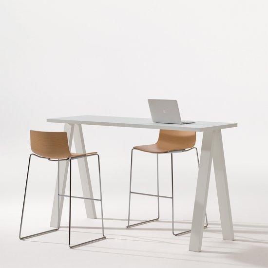 Cross-stoly-konferencyjne-biurka-Arper (4)