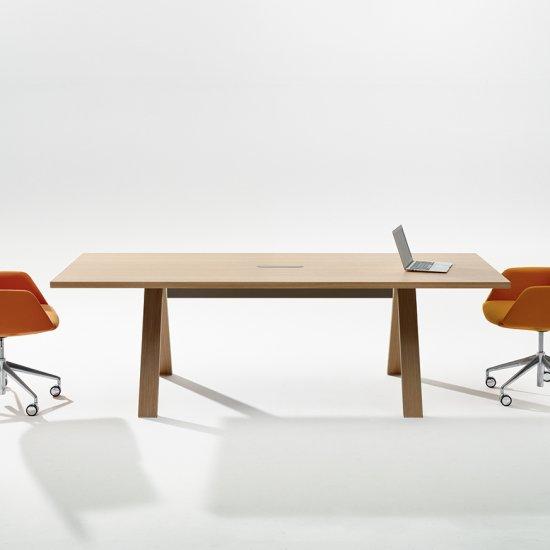 Cross-stoly-konferencyjne-biurka-Arper (11)