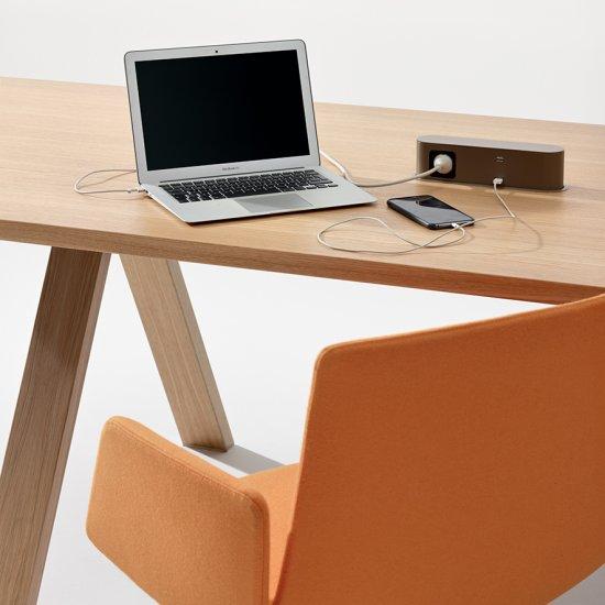 Cross-stoly-konferencyjne-biurka-Arper (12)