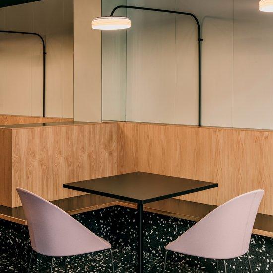 Wim-Stoliki-kawowe-meble-do-kawiarni-kantyny-arper (9)