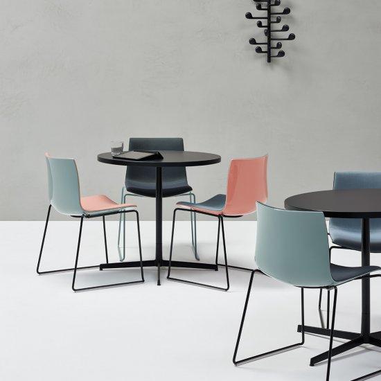 Wim-Stoliki-kawowe-meble-do-kawiarni-kantyny-arper (10)