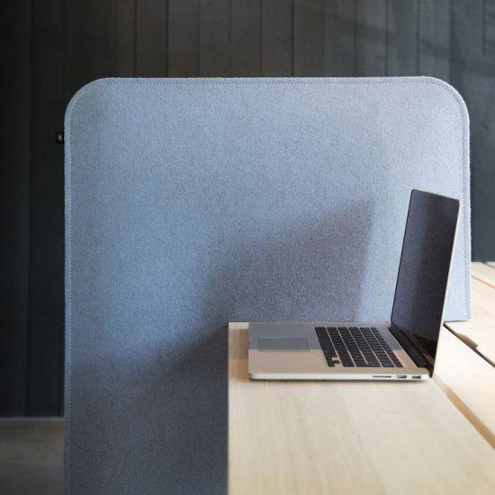 Buzzi_Desk_split_1-panel-akustyczny-na-biurko