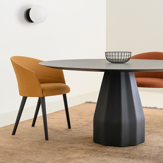 Viccarbe-Burin-Table-stoly (4)