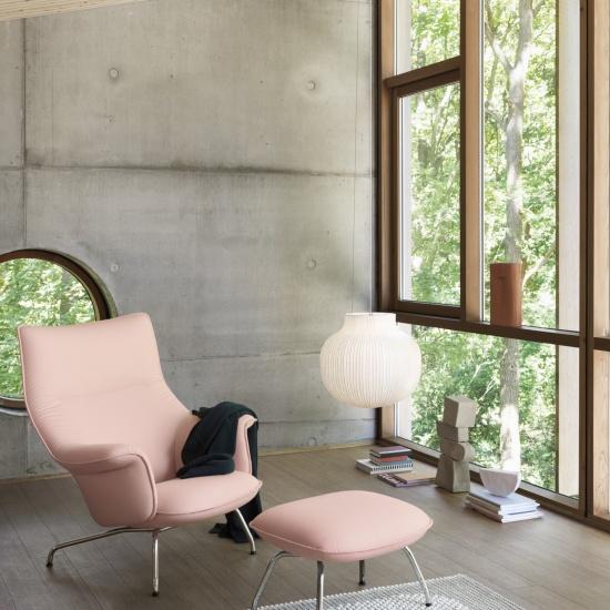 4057-doze-lounge-chair-and-ottoman-lifestyle-image
