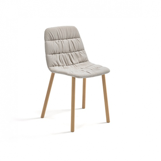 Viccarbe_Maarten_Chair_Soft_Upholstery_Four_Wooden_Legs_by_Victor_Carrasco-1