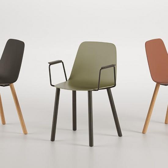 Viccarbe-Maarten-Plastic-by-Víctor-Carrasco-krzesła (11)