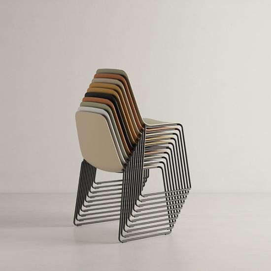 Viccarbe-Maarten-Plastic-by-Víctor-Carrasco-krzesła (14)