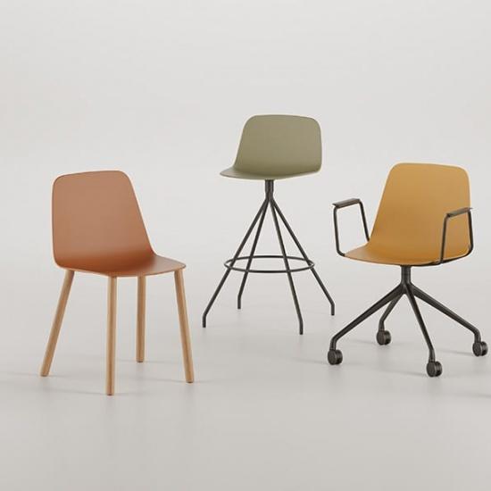 Viccarbe-Maarten-Plastic-by-Víctor-Carrasco-krzesła (2)