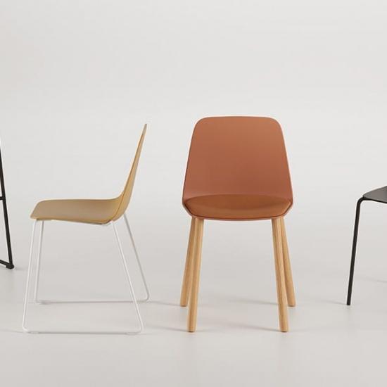 Viccarbe-Maarten-Plastic-by-Víctor-Carrasco-krzesła (5)