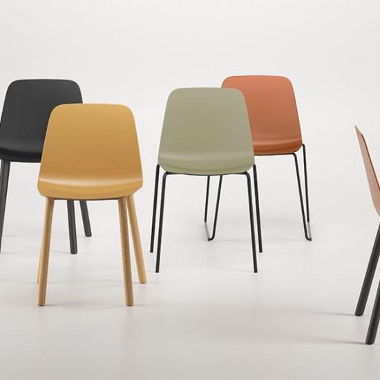 Viccarbe-Maarten-Plastic-by-Víctor-Carrasco-krzesła (6)