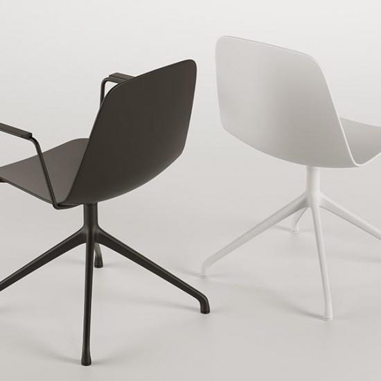 Viccarbe-Maarten-Plastic-by-Víctor-Carrasco-krzesła (7)