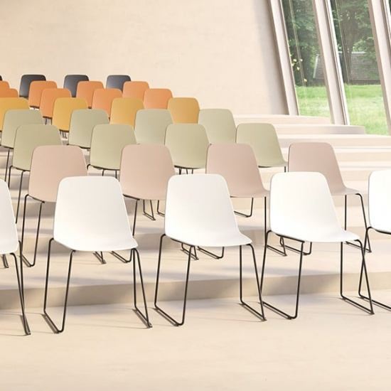 Viccarbe-Maarten-Plastic-by-Víctor-Carrasco-krzesła (8)
