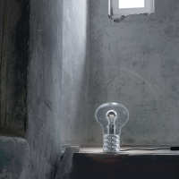 bulb_lampa_na_biurko_ingo_maurer