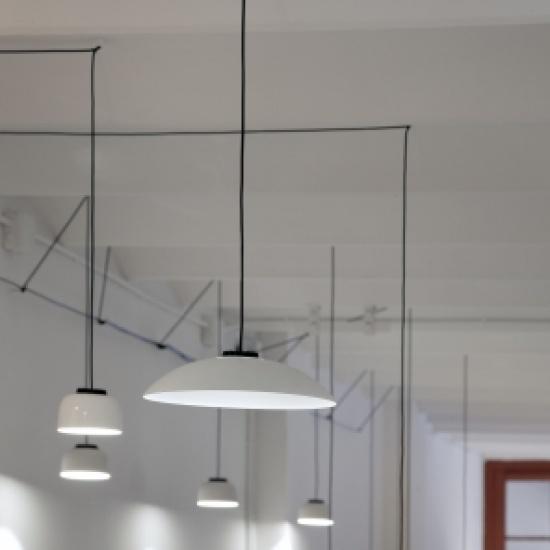 head-led-metallic_santa&cole_lampa_sufitowa_zwieszana_1